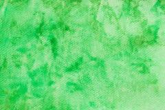 在纸背景纹理绘的绿色水彩 免版税库存图片