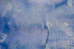 在纸背景纹理绘的蓝色水彩 库存照片
