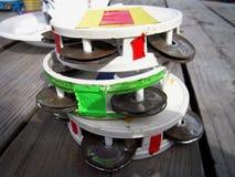 在纽波特雷鬼摇摆乐节日的三个小手鼓 库存照片