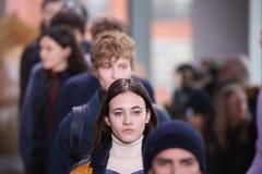 在纽约时尚星期期间,模型步行在拉科斯特展示的跑道结局 库存图片