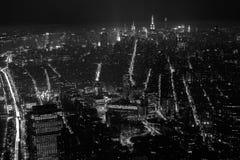 在纽约的黑白鸟瞰图在晚上 图库摄影
