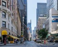 在纽约街道上的出租汽车  免版税库存图片
