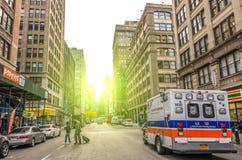 在纽约街道上的救护车 图库摄影