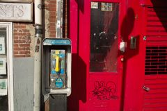 在纽约街道的公用电话  库存照片