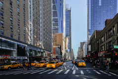 在纽约街道的出租汽车  库存照片