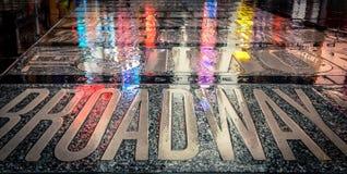 在纽约& x27的一湿天; s百老汇 免版税库存图片