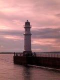 在纽黑文灯塔的日落在爱丁堡,苏格兰,英国 免版税库存图片