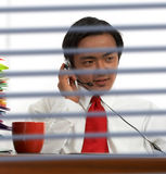 在线沟通的生意人 库存图片