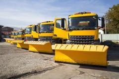 在线的黄色除雪机卡车 库存照片