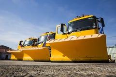 在线的黄色除雪机卡车 免版税库存图片