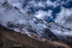 在线索的Salcantay山在HDR 库存照片