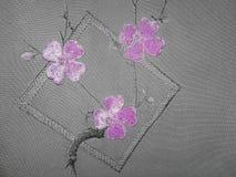在织品的紫色花 库存图片