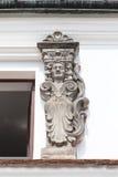 在经济公寓住宅的门面的浅浮雕在市场上,卡齐米日Dolny,波兰 免版税库存图片
