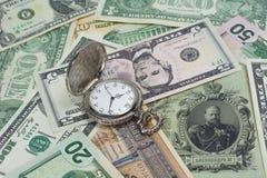 在经济力量之间的财政金钱冲突 图库摄影