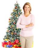 在结构树妇女附近的圣诞节 免版税库存图片