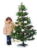 在结构树的圣诞节女孩 库存照片