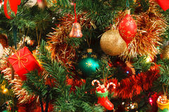 在结构树的圣诞节装饰 免版税库存照片