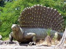 在绝种公园的木头的Dimetrodon恐龙在意大利 免版税图库摄影