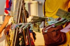 在绳子的泰国金钱 免版税库存照片