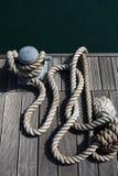 在绳索海运白色附近 免版税图库摄影