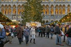 在维也纳前面,奥地利香港大会堂的圣诞节市场  库存图片