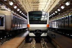 在维修站,质量trainsit培训在日本。 免版税库存图片
