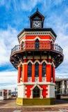 在维多利亚和阿尔弗莱德江边的历史的钟楼在开普敦 免版税库存照片