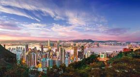 在维多利亚海湾的美好的桃红色日落在香港,中国 图库摄影
