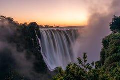 在维多利亚瀑布的黎明 免版税库存照片