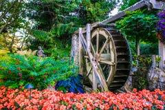 在维多利亚` s Butchart庭院的手纺车喷泉 免版税库存图片