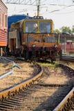 在维护火车的看法在铁轨 图库摄影