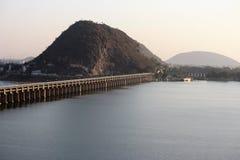 在维杰亚瓦达的奎师那河堰坝在印度 库存图片