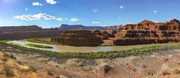 在绿河乐队的黄昏光在犹他` s canyonlands全景 库存照片