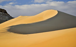在绿洲沙子siwa附近的沙丘 免版税库存照片