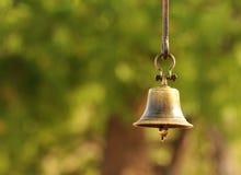 在绿色的古铜色响铃 库存图片
