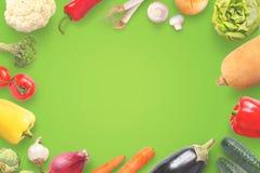 在绿色背景的健康菜 顶视图 复制空间 库存图片