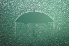 在绿色背景的落的雨珠与伞形状 大雨和天气风暴在下雨季节中 库存照片