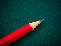 在绿色背景的铅笔 库存图片