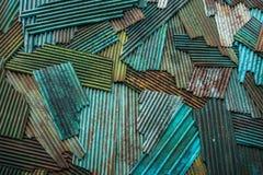 在绿色锌金属片纹理的铁锈 库存照片
