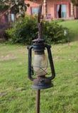 在绿色领域的老灯笼 库存照片