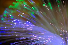 在绿色,蓝色和桃红色的纤维光学与bokeh 免版税图库摄影