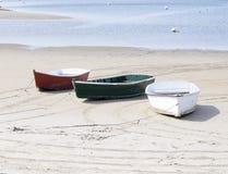 在缅因的海岸的三个被隔绝的小船 免版税库存照片