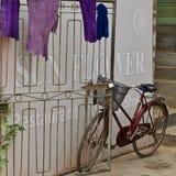 在缅甸的一辆自行车 免版税库存照片