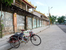 在缅甸的三轮车 免版税库存照片