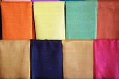 在缅甸的莲花和丝绸纺织品 免版税库存照片