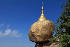 在缅甸的金黄岩石 库存图片