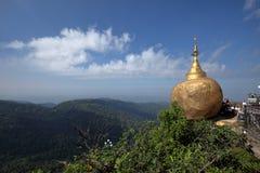 在缅甸的金黄岩石 免版税库存照片