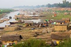 在缅甸的贫民窟地区 免版税库存图片