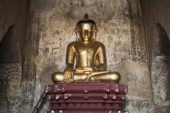 在缅甸,缅甸的金黄菩萨雕象 免版税库存图片