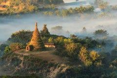 在缅甸& x28的有薄雾的寺庙; Burma& x29; 库存图片